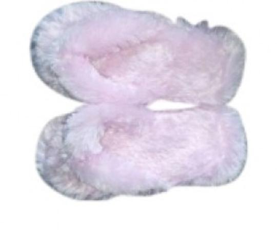 Preload https://item5.tradesy.com/images/aeropostale-pink-fuzzy-flip-flop-slippers-size-m-or-7-8-152934-0-0.jpg?width=440&height=440