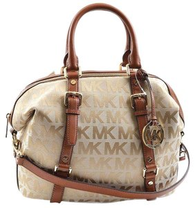 Michael Kors Bedford Signature Satchel in Beige/Camel/Luggage