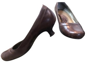 Kenneth Cole Chocolate Pumps