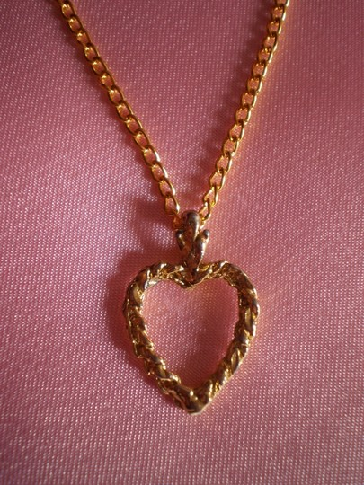 Unknown goldtone heart necklace