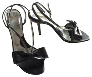 Charles David Leather Bow Strappy gray Sandals