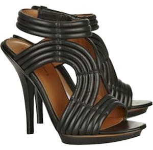 Elizabeth and James Leather Ribbed Black Sandals