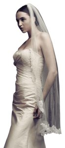 Paloma Blanca Gorgeous Delicate New With Tags Veil