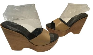Charles David Leather Lining Polished Wood Base Made In Spain Tan leather Wedges