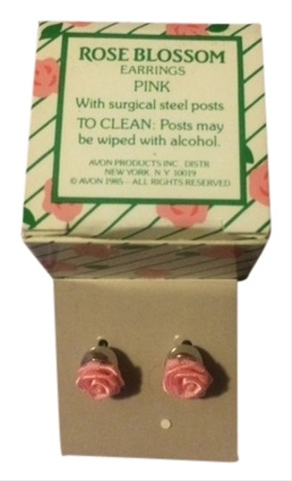 Avon Vintage Avon Rose Blossom Earrings Pink with sugical steel posts 1985 New in Box