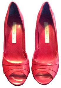 Maripé Red Pumps