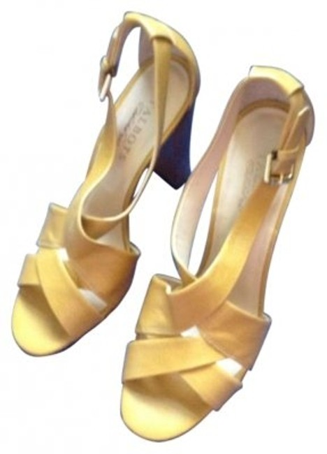 Item - Mustard Yellow \\r\\nleather Sandals Size US 8