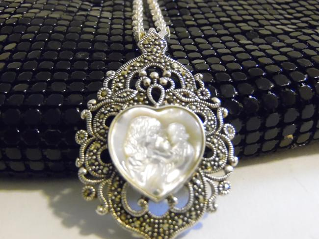 Item - .925 Sterling Silver W Marcasite Mother Pearl Heart Cameo Pendant W/Chain Necklace