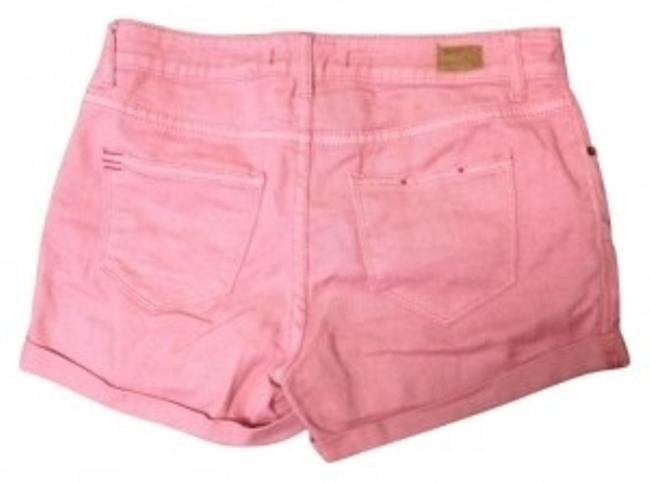 Preload https://item3.tradesy.com/images/bdg-pink-cuffed-shorts-size-8-m-29-30-153587-0-0.jpg?width=400&height=650