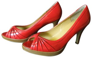 Apostrophe Heels Platform Red Pumps