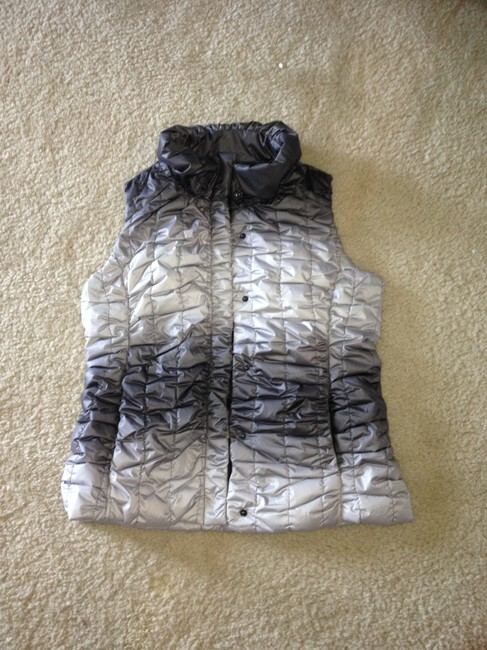 Preload https://item3.tradesy.com/images/gray-ombre-vest-size-6-s-153637-0-0.jpg?width=400&height=650