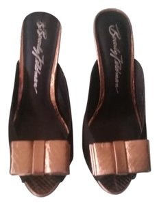 Beverly Johnson Black/Gold Sandals