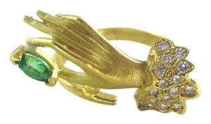 18K YELLOW GOLD RING EMERALD HAND 18 GENUINE DIAMONDS 5.9 GRAMS SZ 6 FINE JEWEL
