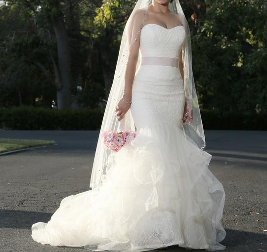 Preload https://img-static.tradesy.com/item/1537562/vera-wang-ivory-tulip-and-rose-patterned-chantilly-lace-lilliam-fall-collection-2013-sexy-wedding-dr-0-0-540-540.jpg