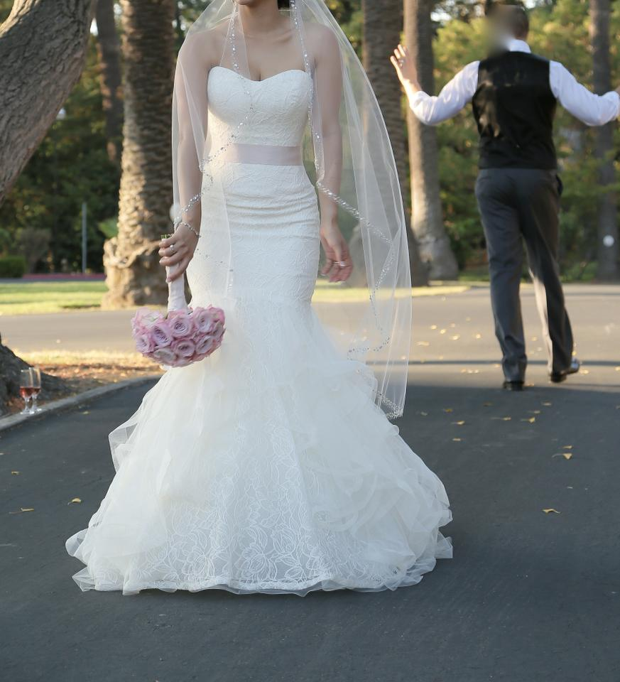 Vera Wang Ivory Tulip and Rose Patterned Chantilly Lace Lilliam Fall ...