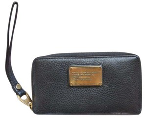 Marc by Marc Jacobs Marc Jacobs Classic Q Wingman Mildred Phone Wristlet Wallet BLACK/GOLD