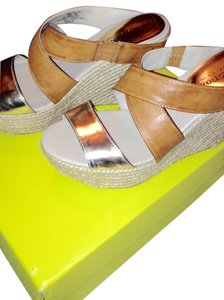 Kenneth Cole Reaction Beige/gold Sandals