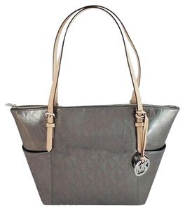 Michael Kors Jet Set Signature Tote in Silver Pewter