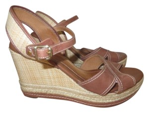 Clarks Leather Casual Ankle Strap Gold Hardware Wedge Brown Sandals