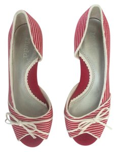 Mudd Flat Red and White Wedges