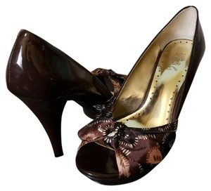 BCBGeneration Shades of brown Pumps