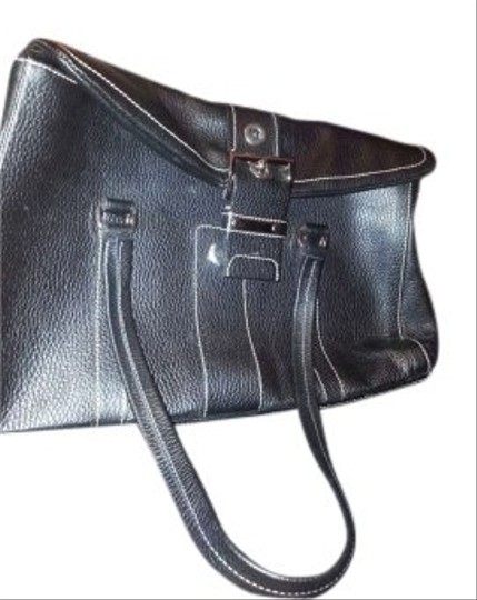 Preload https://item5.tradesy.com/images/prada-black-genuine-leather-shoulder-bag-153934-0-0.jpg?width=440&height=440