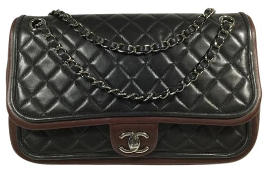 Preload https://item4.tradesy.com/images/chanel-classic-flap-jumbo-black-and-burgundy-lambskin-leather-shoulder-bag-1539453-0-2.jpg?width=440&height=440