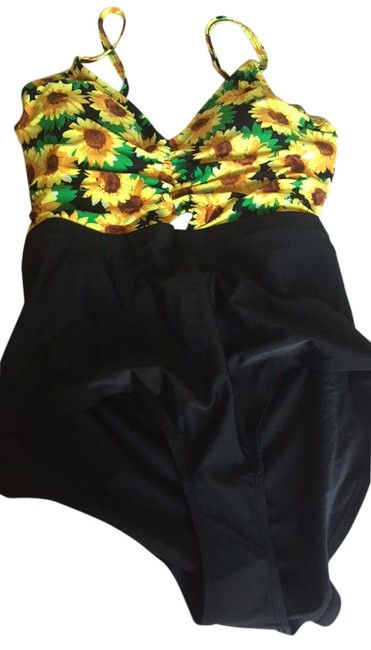 Item - Yellow and Black Sunflower One-piece Bathing Suit Size 22 (Plus 2x)