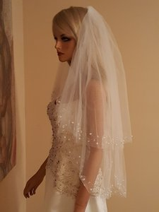 Bridal Beaded Elbow Lenght 2 Tier Veil Light Ivory