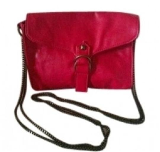 Preload https://item2.tradesy.com/images/chain-strap-like-new-bright-pink-faux-leather-shoulder-bag-154011-0-0.jpg?width=440&height=440