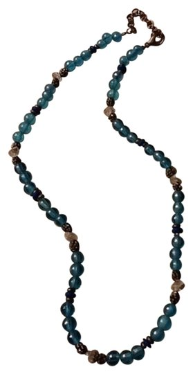 Preload https://img-static.tradesy.com/item/1540132/blue-and-clear-round-bead-necklace-0-0-540-540.jpg
