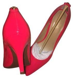Micheal kors pumps Coral red Pumps