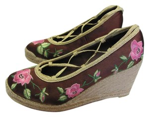 Yellow Box New Size 9.00 M Excellent Condition Brown, Pink, Green, Gold, Wedges