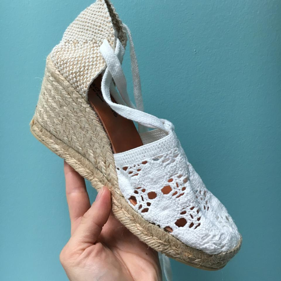 056ffc76f Andre Assous Vintage Crochet Wedge Espadrille White Sandals Image 4. 12345