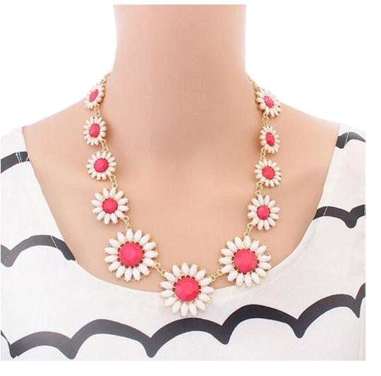 Other Flower Necklace in Pink and White Color!
