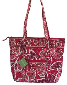 Vera Bradley 10326-121 Pet And Smoke Free Rosy Tote in Rosy Posies