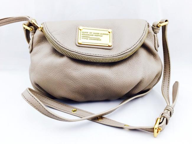 Item - Small Price Lowered Limited Time Offer Tan Leather Shoulder Bag