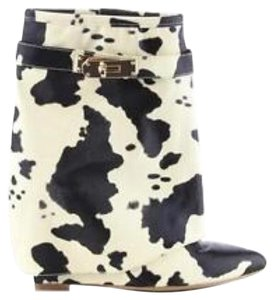 Cape Robbin Cow Boots