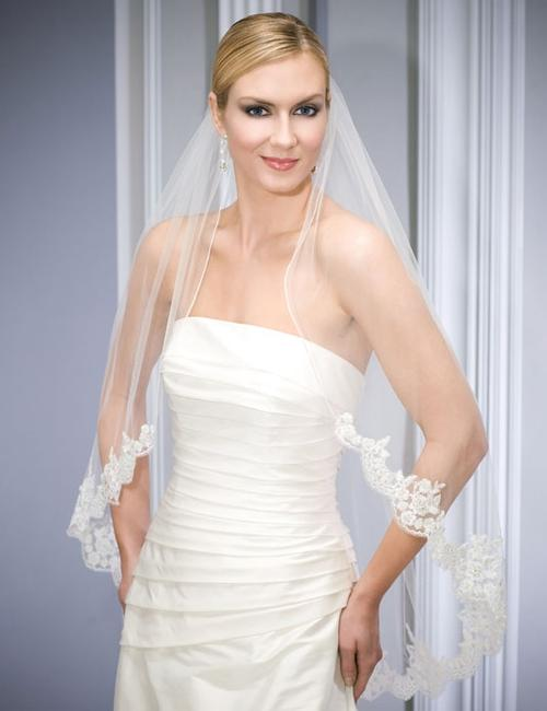Item - Ivory Medium V7034 Bridal Veil