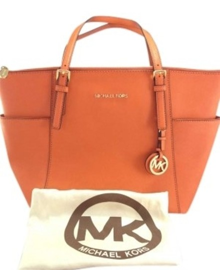 Preload https://item3.tradesy.com/images/michael-kors-jet-set-travel-tangerine-saffiano-leather-shoulder-bag-154452-0-0.jpg?width=440&height=440