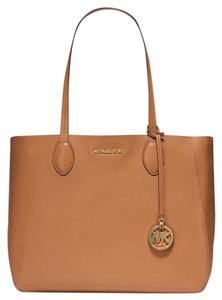 Michael Kors Reversible Large Acorn Gold Tote in Acorn/Plgold
