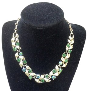 Lisner LISNER Vintage Green Rhinestones and Silvertone Leaves