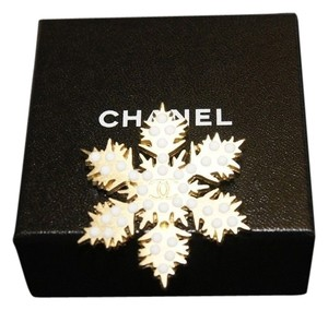 chanel Authentic Chanel Rare Gold Snow Flake White Beads Brooch Pearl