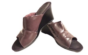 LifeStride Sandals 8 Wine Wedges