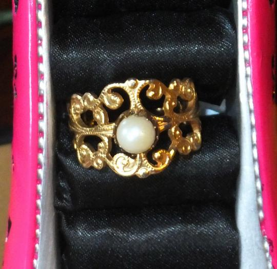 Other EUC Unique Vintage 50's Ring 10K Gold plated intricate scrolls Faux Pearl adjustable, scrolling, antique, detailed