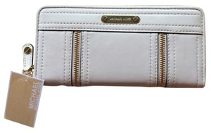 Michael Kors NWT Michael Kors Moxley Continental Wallet Zipper Detail Soft Leather Vanilla White