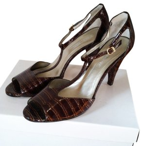 Joan & David Croc Leather T-strap Ankle Strap brown Sandals