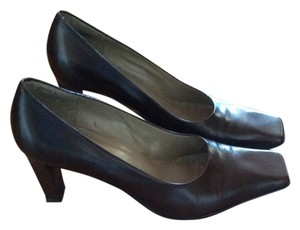 Nine West Leather Designer Dark Brown Pumps