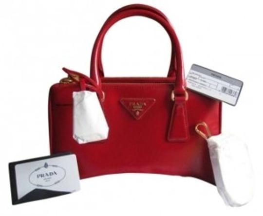 Preload https://item3.tradesy.com/images/prada-name-shopping-art-bn2316-color-group-name-red-leather-saffiano-vernic-wristlet-154767-0-0.jpg?width=440&height=440
