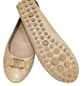Louis Vuitton Beige Flats